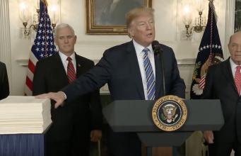 Präsient Donald Trumps Rede zur Unterzeichnung der Omnibus Bill am 23.318 Bildquelle: White House YouTube Screen