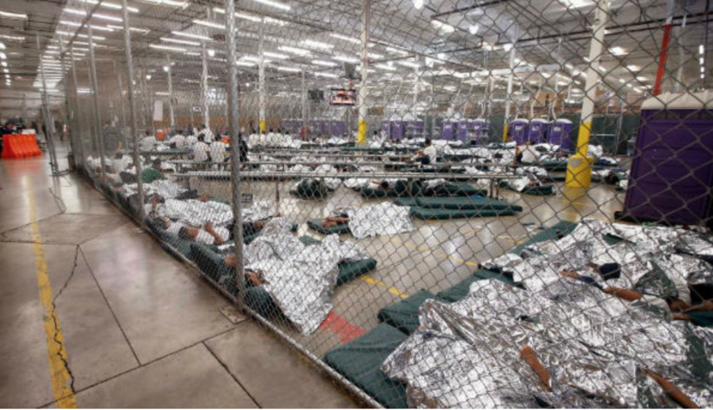2014 - Kinder werden von Obama Administration in Käfigen gehalten Foto https://rwcnews.com/obama-kept-children-in-cages-heartbreaking-images-revealed.html