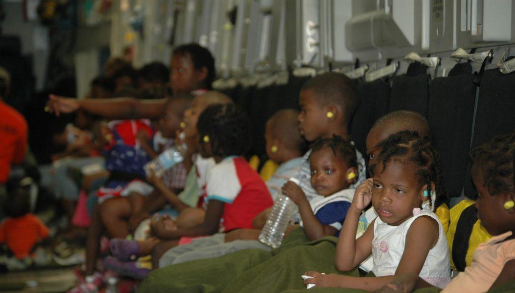 Waisenkinder nach Erdbeben verlass