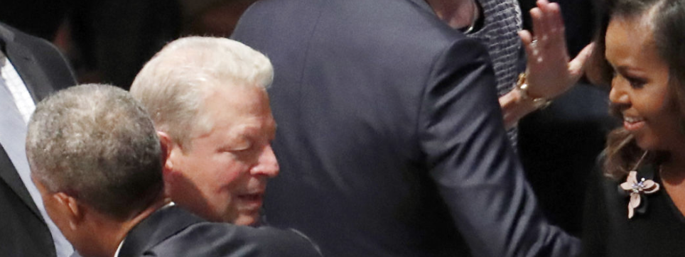 Barack und Mich. Obama sowie Al Gore bei McCain Memorial