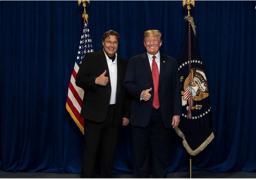 VIPAnon und Trump beim Foto-Shooting