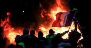 Gelbwesten-Protester zünden Paris an