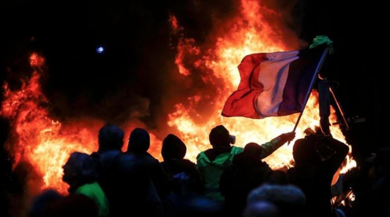 Flamen über dem Globalismus