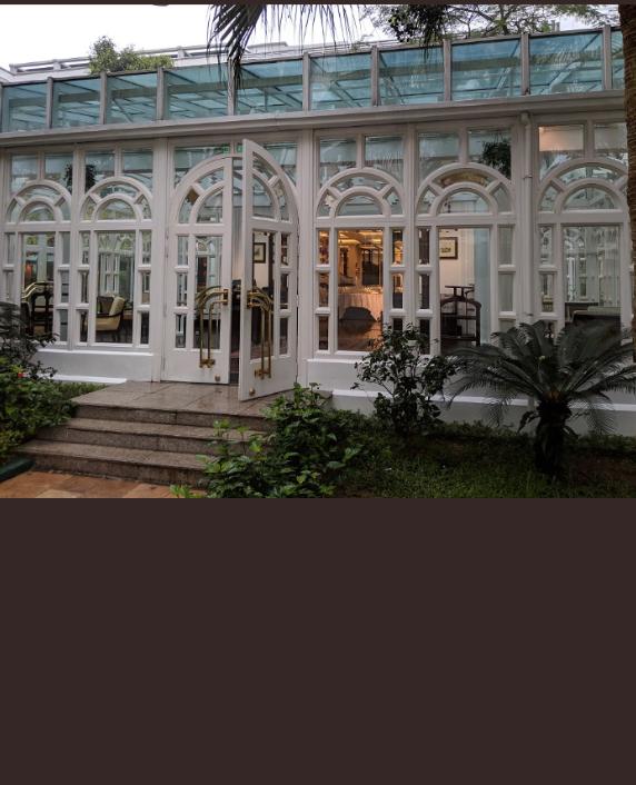 2905 QAnon Hanoi Blick aufs Hotel