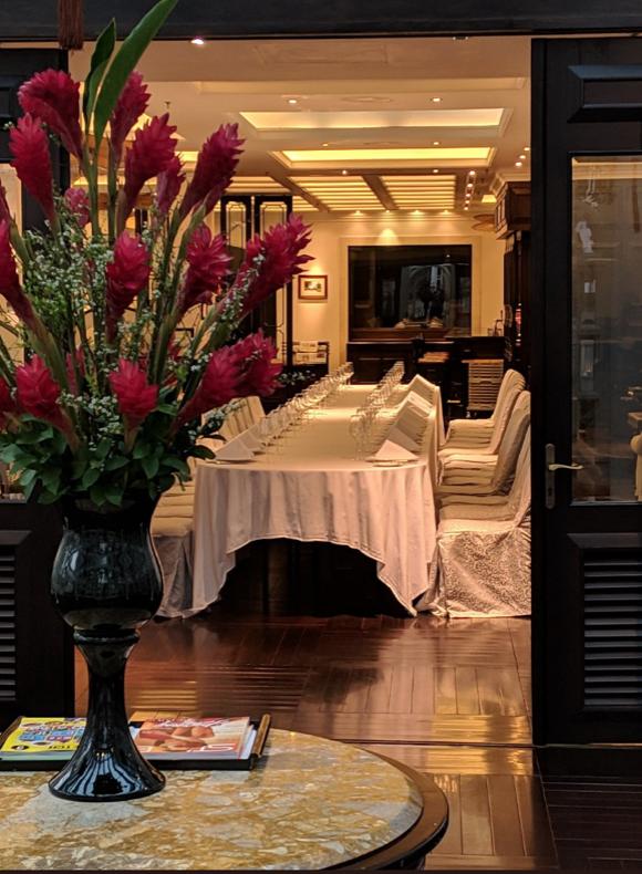 2905 QAnon Hanoi Hotel Speisesaal