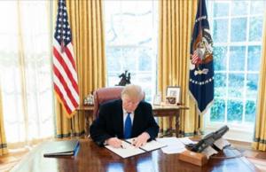 Präsident Donald Trump in Oval Office