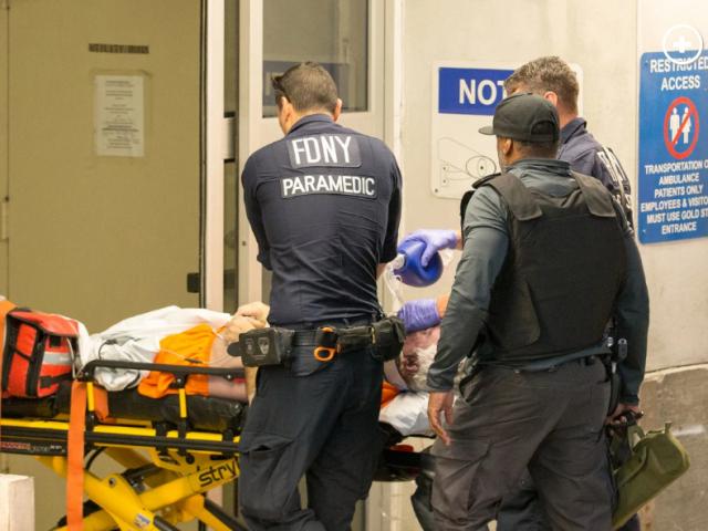 Epstein wird ins Krankenhaus gebracht
